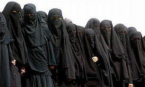 Гражданки Саудовской Аравии требуют разрешить им водить