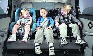 Как верно транспортировать малыша в автомобиле и для чего необходимо спецкресло
