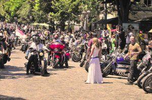 Мотослет в Одессе: динамический мотоцикл объемом с роллер и трехколесная автомашина грезы (Видео)