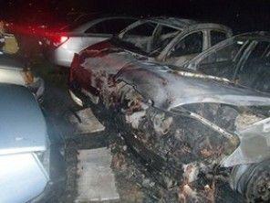 В Киеве на Троещине незнакомые подпалили машины на стоянке