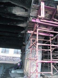 Шулявский мост в Киеве уничтожают фуры