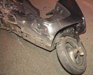 В Киеве скутерист налетел в бетонированный забор