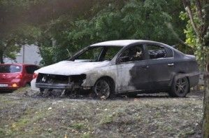 В Харькове сгорел авто, стоящий во дворе