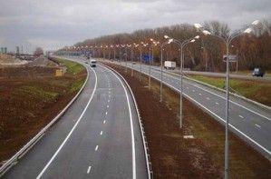 Янукович принялся за проезжую часть вокруг Донецка