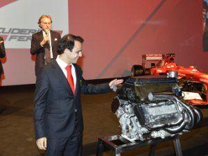 В Феррари презентовали Массе двигатель его вице-чемпионской автомашины