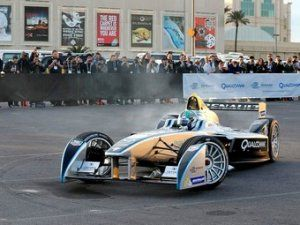 5 пилотов Формулы-1 опробуют болид электрической Формулы-E