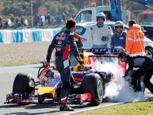 Мотор Рено спалил компоненты болида Red Bull