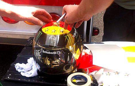 Росберга вынудили изменить раскраску шлема