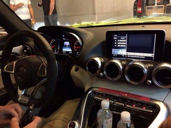Интерьер Mercedes-AMG GT больше не секрет
