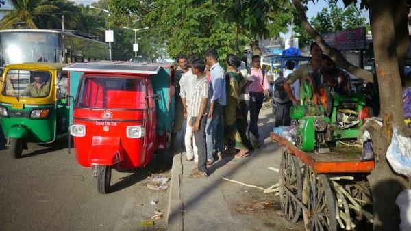 Индийцы проедут 10 тысяч километров на электрической моторикше