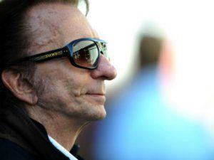 Трехкратный победитель Формулы-1 выступит на автогонках в 67 лет