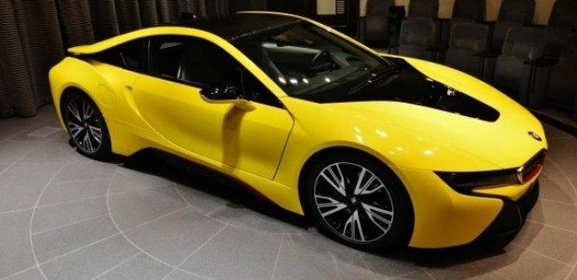 BMW i8 смело экспериментирует с цветами