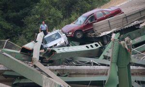 Обвалившийся в Соединенных Штатах мост назвали запасным еще годом ранее