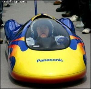 Одноместный авто действует на 192 пальчиковых батарейках
