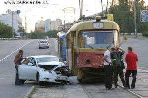 За прошлые сутки в Киеве установлено не менее 200 ДТП