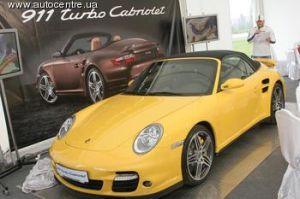 На выходных в Киеве прошел допремьерный показ автомобиля с откидным верхом Порше 911 Турбо