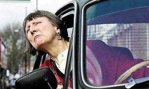 9 10-х английских автолюбителей бранятся с помощью клаксона