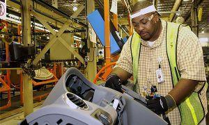 General Motors уменьшит действующие места на автозаводе в Детройте