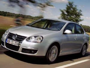 Фольксваген понизит расценки, чтобы соперничать с Тойота