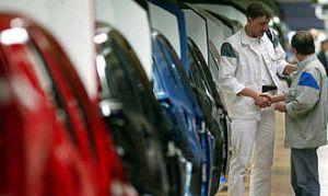 Производители автомобилей начали переучивать увольняемых рабочих