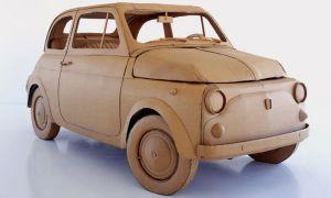 Итальянский дизайнер выполняет машины из картона