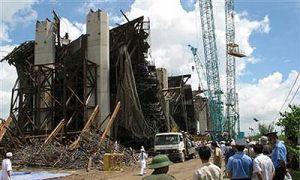 В Дубаи рухнул мост через канал, умерло более 7 человек