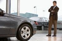 Как дешевле приобретать авто – у формальных либо неподтвержденных официальных дилеров?