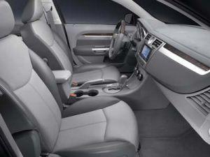 Крайслер переработает интерьеры в собственных автомобилях класса седан