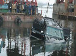 Правонарушители, уходя от преследования ГАИ, потопили Тойота Ленд Крузер
