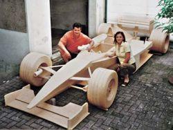 Постройка болида «Формулы-1» обошлась в 956 000 спичек