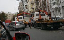 Авто Чорновила эвакуировали напрямую у него перед носом