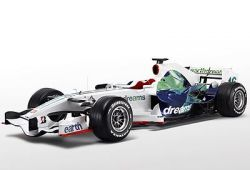 Свежий болид RA108 со свежей расцветкой команды Хонда F1