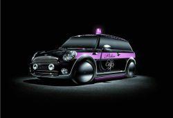 """Легендарная английская марка женского белья """"Agent Provocateur"""" создаёт дизайн особого авто Мини для акции Life Ball 2008."""