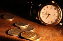 Полицейский подсовывал монетку