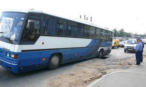 В центре Санкт-Петербурга в яму сорвался автобус с путешественниками