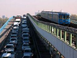 С сегодняшнего дня проезд в киевском метро подорожает в 4 раза в наземном транспорте в 3 раза.