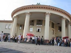 На станциях киевского метро сформировались громадные очереди