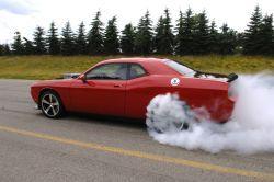 Видео нового Додж Challenger SRT10 Концепт в действии!