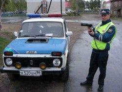 В городе Москва инспектор ДПС выпалил в автолюбителя свалившего его БМВ