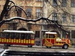 По центру Львова выезжают экскурсионные чудо-поезда