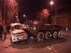 В Ингушетии опьяневший солдат на БТР поехал на противную и расплющил 2 ВАЗа