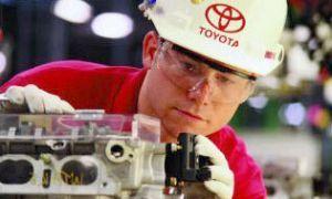 Тойота рассчитывает уменьшить 1000 сотрудников в Соединенных Штатах и Великобритании