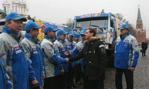 Чемпионы Дакара-2009 посетили Кремль к главе на КамАЗах