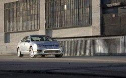 Форд Фьюжн Гибрид 2010 выгоднее на 3 400 долларов США