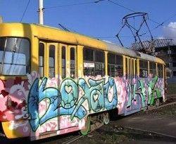 Запорожские власти позволили региональным «бомберам» разрисовывать старый социальный автотранспорт