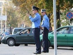 Луценко обязал сотрудников ДПС, которые снимают на фотографии и видео, носить фигуру