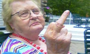 Стареющая германка уцелела, угодив в 3 трагедии за час