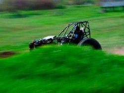 Жители России разметают трактор до небывалой скорости