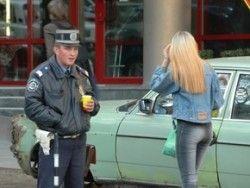 Киевская полиция призвала девушек не бросать собственные вещи в автомобиле