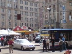 Автолюбителя Лексус, парализовавшего перемещение автотранспорта в центре Киева, оштрафуют на 255 гривен